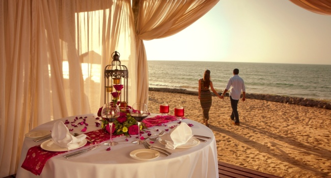 Клуб путешествий Павла Аксенова. ОАЭ. Рас-эль-Хайма. The Cove Rotana Resort Ras Al Khaimah. Romanic Dinner on the Beach