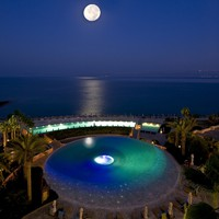 Иордания. Мертвое море. Kempinski Hotel Ishtar Dead Sea. Infinity Edge Pool - Night Shot