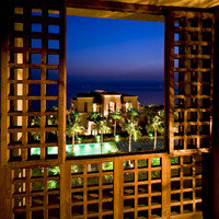 Иордания. Мертвое море. Kempinski Hotel Ishtar Dead Sea. Ishtar Gate at Night - Magnificent View From Main Building