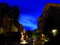 Movenpick Resort & Spa Dead Sea 5. Village by night