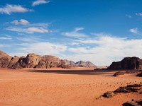 Иордания. Narrow view of mountains and desert in Wadi Rum, Jordan. vkovalcik - Depositphotos