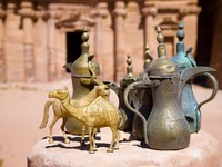 Иордания. Brass jugs and animal figurines in Petra. Фото Aivolie - Depositphotos