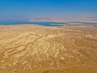 Иорданя. Kind from an ancient fortress of Massada, Dead Sea - Depositphotos