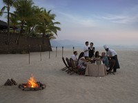 Клуб путешествий Павла Аксенова. Малайзия. Лангкави. Four Seasons Resort Langkawi. Beach barbecue with bonfire