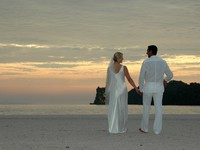 Клуб путешествий Павла Аксенова. Малайзия. Лангкави. Four Seasons Resort Langkawi. Wedding couple at sunset