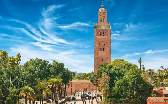 Клуб путешествий Павла Аксенова. Марокко. Марракеш (Marrakesh). Morocco. Main square of Marrakesh in old Medina. Фото L.Kryvoshapka - Depositphotos