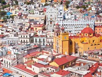 Panoramic vista of colorful buildings in Guanajuato, Mexico. Фото James Mattil - Depositphotos