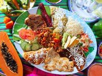 Mexican food dish chili sauces papaya tequila. Фото TONO BALAGUER SL - Depositphotos