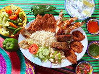 Assorted grilled seafood in Mexico tequila chili. Фото TONO BALAGUER SL - Depositphotos