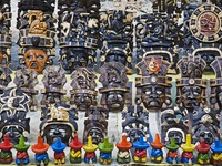 Local crafts and souvenirs in Cancun Mexico. Фото David Davis - Depositphotos