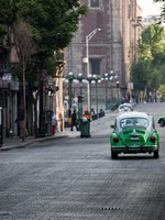 Mexico city green taxi. Фото Adam Wolszczak - Depositphotos