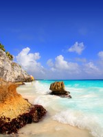 Caribbean beach in Tulum Mexico under Mayan ruins Mayan Riviera. Фото TONO BALAGUER SL - Depositphotos