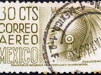MEXICO - CIRCA 1950 A stamp printed in Mexico shows Aztec ruler Cuauhtemoc, circa 1950. Фото Lefteris Papaulakis - Depositphotos