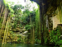 Ik-Kil Cenote near Chichen Itza in Mexico. Фото Patryk Kosmider - Depositphotos