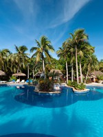 Tropical swimming pool side in Mexico. Фото Patryk Kosmider - Depositphotos