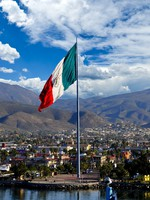 A large Mexican Flag flying at the Port of Ensenada. Фото Bonnie Fink - Depositphotos
