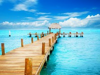 Vacation in Tropic Paradise. Jetty on Isla Mujeres, Mexico. Фото Anna Subbotina - Depositphotos