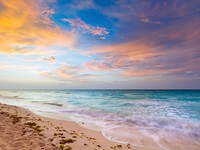 Idyllic beach of Caribbean Sea at sunrise. Фото Patryk Kosmider - Depositphotos