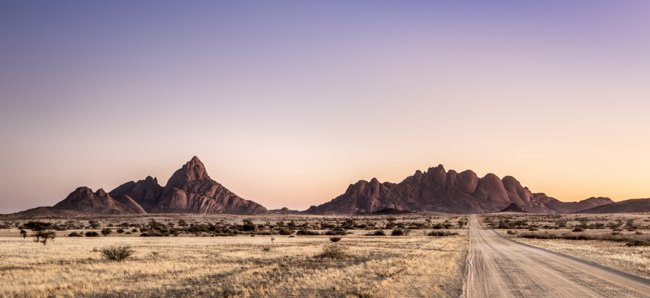Клуб путешествий Павла Аксенова. Намибия. Landscape shot of Spitzkoppe Nature Reserve. Фото 2630ben - Depositphotos