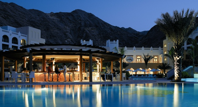 Клуб путешествий Павла Аксенова. Shangri-La's Barr Al Jissah Resort and Spa. Assira Pool Bar (Al Waha)