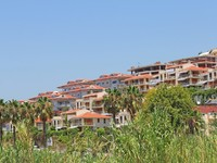 Hotels and houses in Konakli, Turkey. Фото Diana Valujeva - Depositphotos