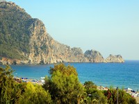 Cleopatra beach and ancient castle. Фото Juri Semjonow - Depositphotos