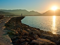 Landscape with a lighthouse in the harbor town of Alanya at dawn. Фото Konstantin Labunskiy - Depositphotos