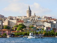 Beyoglu district historic architecture and Galata tower medieval landmark in Istanbul, Turkey. Фото Artur Bogacki - Depositphotos_6061747