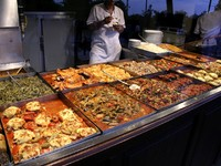 Turkish take away joint, Istanbul, Turkey. Фото Paul Prescott - Depositphotos_8048925