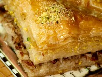 Baklava, traditional oriental dessert with syrup. Фото - Depositphotos_5983560
