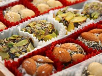Traditional turkish delight sweets. Фото Nikita Zabellevich - Depositphotos_2842873