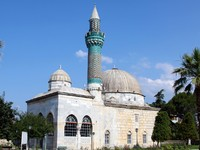Mosque with tiled minaret in Iznik the ancient Byzantine city of Council of Nicea, Bursa, Turkey. Фото Muharrem Zengin - Depositphotos_12382653