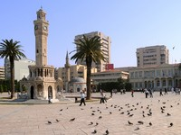 Historical clock tower, mosque and palm trees in Konak Square in the city of Izmir, Turkey. Фото vicspacewalker - Depositphotos_5374427