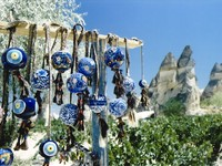 Traditional turkish nazar bonjuk evil eye charms for sale at market amongst fairy chimneys in cappadocia turkey. Фото donsimon - Depositphotos_2977108