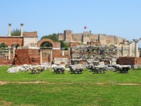 Ruins of st. Johns Basilica and the Roman Fortress at Ayasuluk Hill - Selcuk Ephesus Turkey. Фото Gelia78 - Depositphotos_11653360