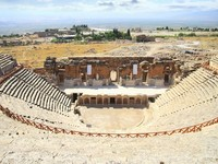 Half-destroyed amphitheatre in the mountains of Turkey. Pamukkale. Фото Ivantagan - Depositphotos_1898710