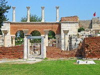 Ruins of st. Johns Basilica and the Roman Fortress at Ayasuluk Hill - Selcuk, Ephesus, Turkey. Фото Gelia78 - Depositphotos_19384073