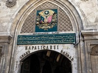 Entrance in Grand Bazaar (Grand Market) Istanbul, Turkey. Фото Александр Ищенко - Depositphotos_8473677