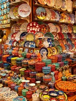 Istanbul, Turkey, The Grand bazaar; A shop selling handmade plates. Фото vitalytitov - Depositphotos_3087485