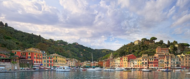Portofino luxury village landmark, panorama view . Liguria, Italy. Фото StevanZZ - Depositphotos