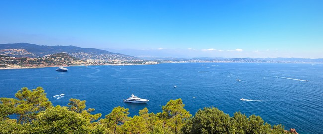 Франция. Канны. Cannes La Napoule bay view. French Riviera, Azure Coast, Provence. Фото StevanZZ - Depositphotos