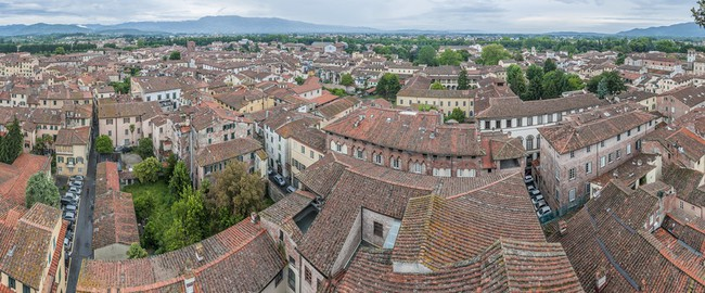 Италия. Тоскана. Лукка. General View of Lucca in Tuscany, Italy. Фото Anibal Trejo - Depositphotos