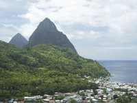 Сент-Люсия. Caribbean, St. Lucia, Soufriere, view on village and Pitons. Фото Philip H. Coblentz - Depositphotos