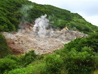 Сент-Люсия. View of the Sulphur Springs Drive-in Volcano near Soufriere, Saint Lucia. Фото Jason Ross - Depositphotos