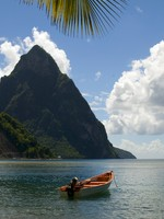 Сент-Люсия. Soufriere st. lucia twin piton mountain peaks with fishing boat. Фото Robert Lerich - Depositphotos