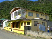 Сент-Люсия. Typical house rum shop architecture Soufriere St. Lucia Caribbean Island. Фото Robert Lerich - Depositphotos