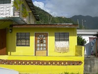 Сент-Люсия. Typical house rum shop architecture Soufriere St. Lucia Caribbean Island. Фото Robert Lerich -Depositphotos
