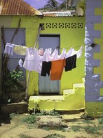Сент-Люсия. Caribbean, St. Lucia, hanging laundry, local house. Фото Philip H. Coblentz - Depositphotos