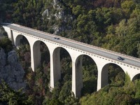 Франция. Альпы. Viaduct in Alps. Фото surkovdimitri - Depositphotos