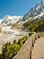 Франция. Альпы. View to French Alps, Mer de Glace, Sea of ice. Фото gevision - Depositphotos